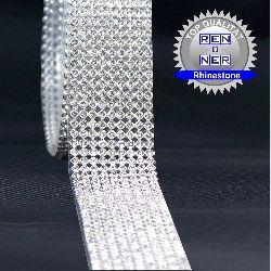 Artikel Nr-H01B14N-0__60cm-9-reihige-hotfix-strassband-mit-klaren-glaenzenden-strassteinen.-(lieferumfang-1-x-60cm)-9-reihige-strassteinen-lieferumfang
