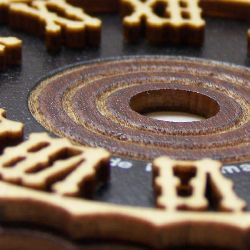 Artikel Nr-H01B35N-2__edles-60mm-kuckucksuhr-holz-ziffernblatt-mit-echten-aufgelegten-holzzahlen-cuckoo-clock